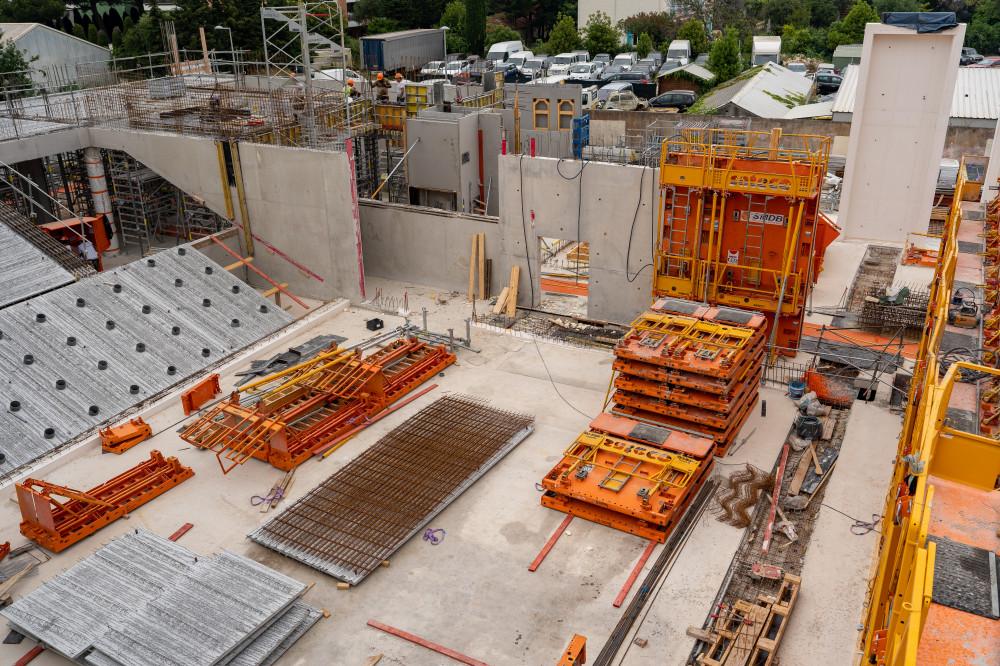 Vue du chantier Demathieu Bard pour le conservatoire de musique d'Antibes avec les banches Sateco SC 1015 Box