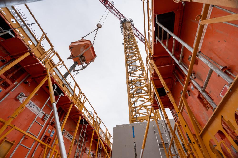 Le travail en hauteur avec les banches Sateco SC 1015 Box sur le chantier d'un conservatoire de musique