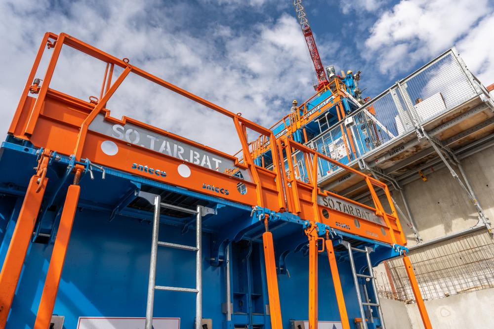 Utilisation d'une banche SC 1015 BOX RS Sateco sur le chantier de SOTARBAT de l'Alpen Lodge de la Rosière Montvalezan