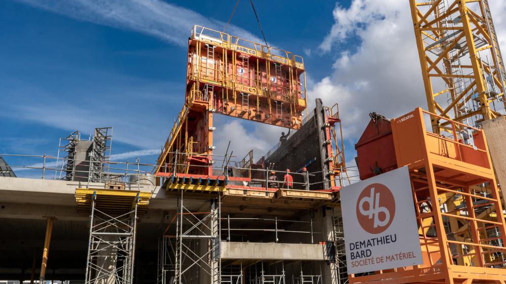 Installation des Banches SC 1015 BOX et Passerelles P3D SATECO sur le chantier Demathieu Bard du Stad de Metz